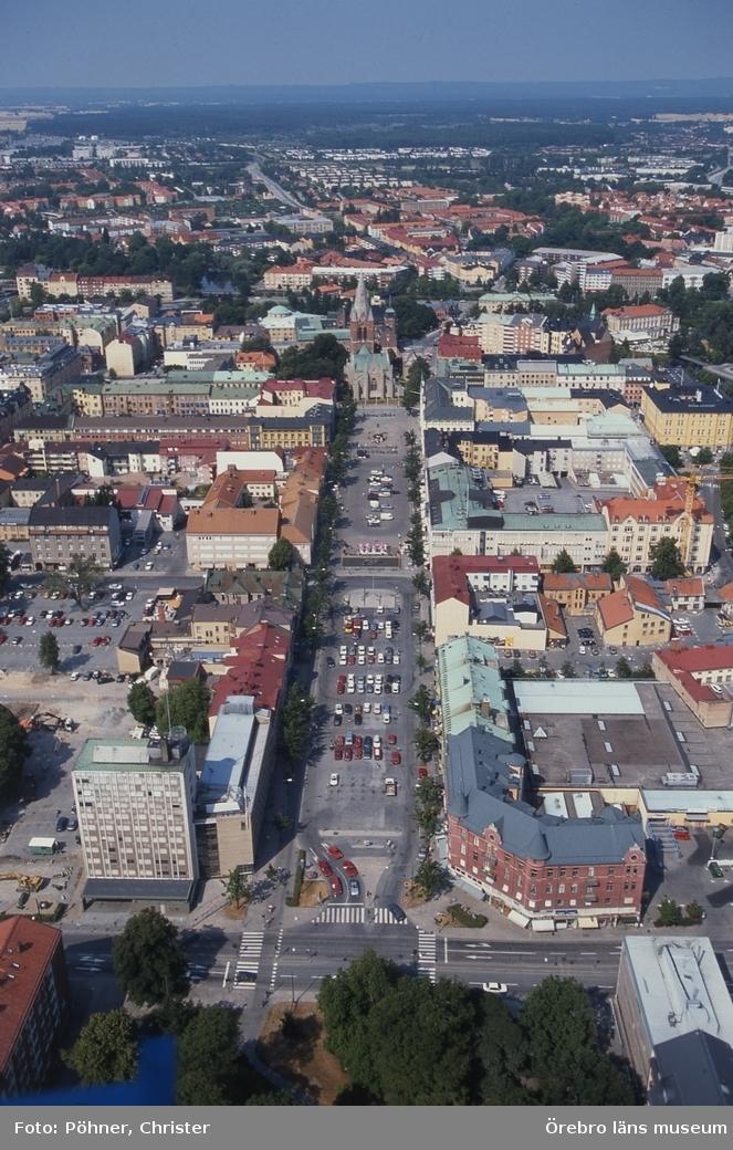 Flygfoto över Örebro, stortorget,Nikolaikyrkan 1990-tal