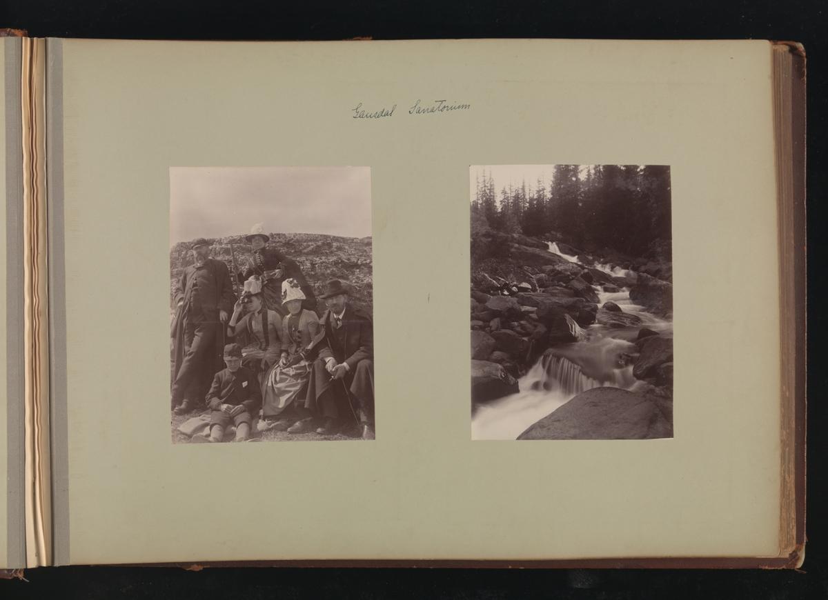 Albumside 18 av grågrønn kartong med to bilder: 1) gruppebilde tatt ved Gausdal Sanatorium 2) bekk ved Gausdal Sanatorium.