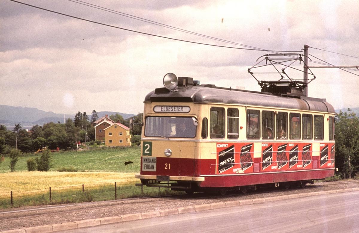 Trondheim Sporvei vogn 21 på enkeltsporet på vei fra Lade til Elgeseter, i linje 2.