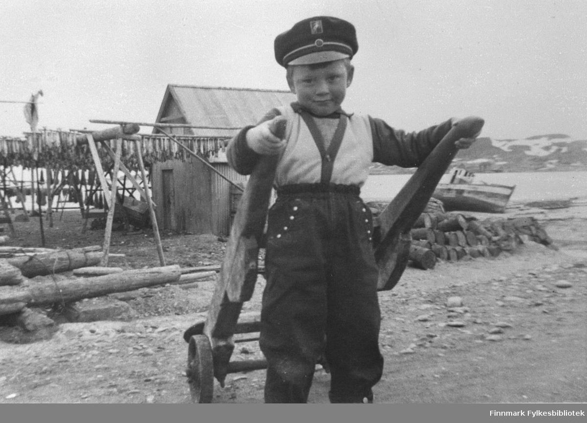 Jon Abrahamsen fotografert 1958. Jon Abrahamsen ble berømt målvakt i 'Bodø Glimt' og på landslaget.