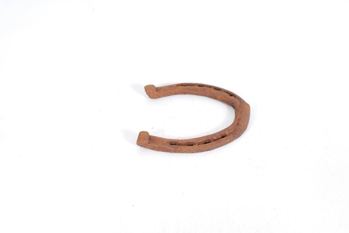 Form: A-D: Sømrand m/4 sømhol på hv. side. Rund under.