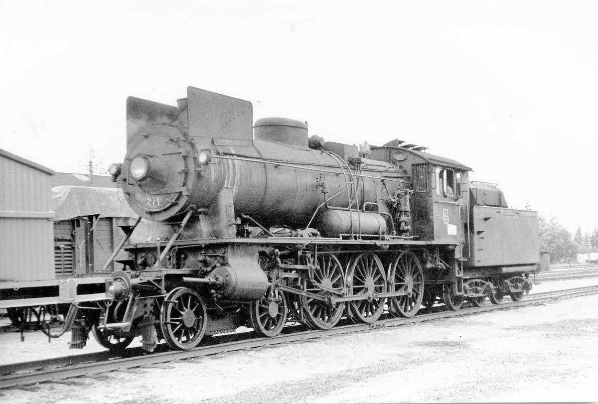 Damplokomotiv type 30a 271, trolig på Elverum stasjon.