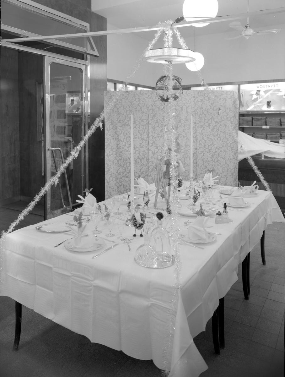 Bildsvit från varuhuset EPA på Tingvallagatan 19 tagen 1940. Verksamheten flyttades 1962 till det som nu kallas 15-huset.