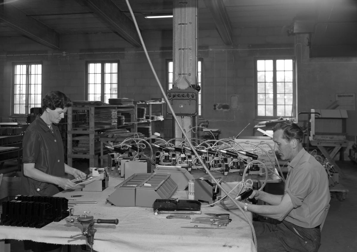Bildserie tagen hos Frank Dahlberg AB i Koppom 1968. Idag heter företaget Antiphon AB och finns i Åmotfors.