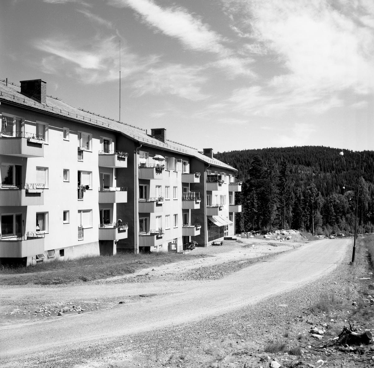 Någonstans i Värmland - från slutet av 1950-talet: Lesjöfors. Lämna gärna en kommentar om du vet något om bilden.