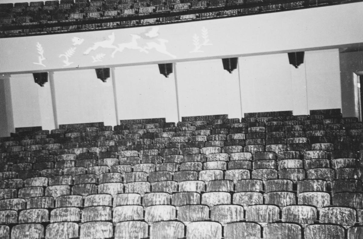 """Kinosalen i """"Gimle"""" kino, Jeløy. Gimle kino, også kalt Gimle filmteater, ble offisielt åpnet 21. desember 1939."""