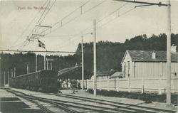 Tog og passasjerer på Svorkmo stasjon
