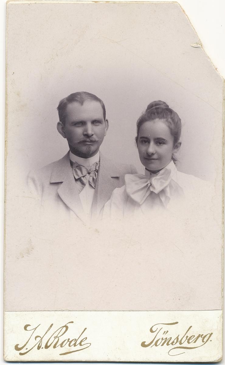 Portrett av Tilla og Otto Valstad.