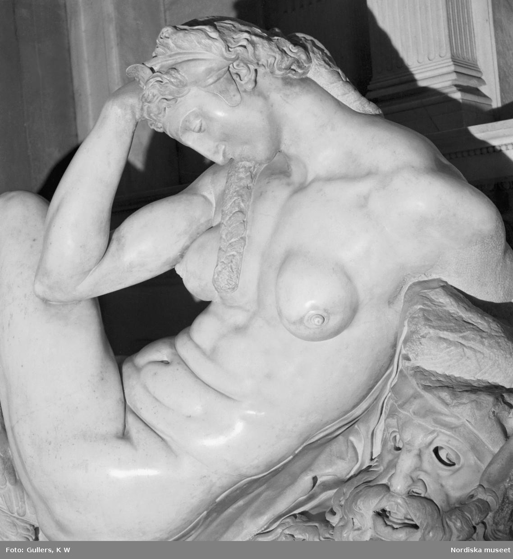 Michelangelos skulptur natten i San Lorenzokyrkan