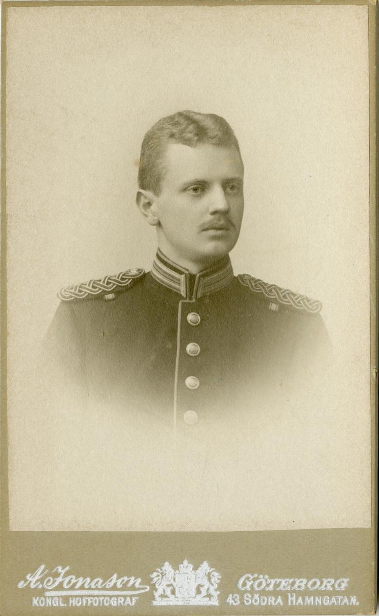Porträtt av Olof Theodor Åkerberg, underlöjtnant vid Dalregementet I 13.
