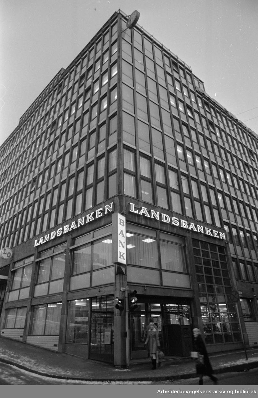 Landsbanken ved Youngstorget, desember 1968.