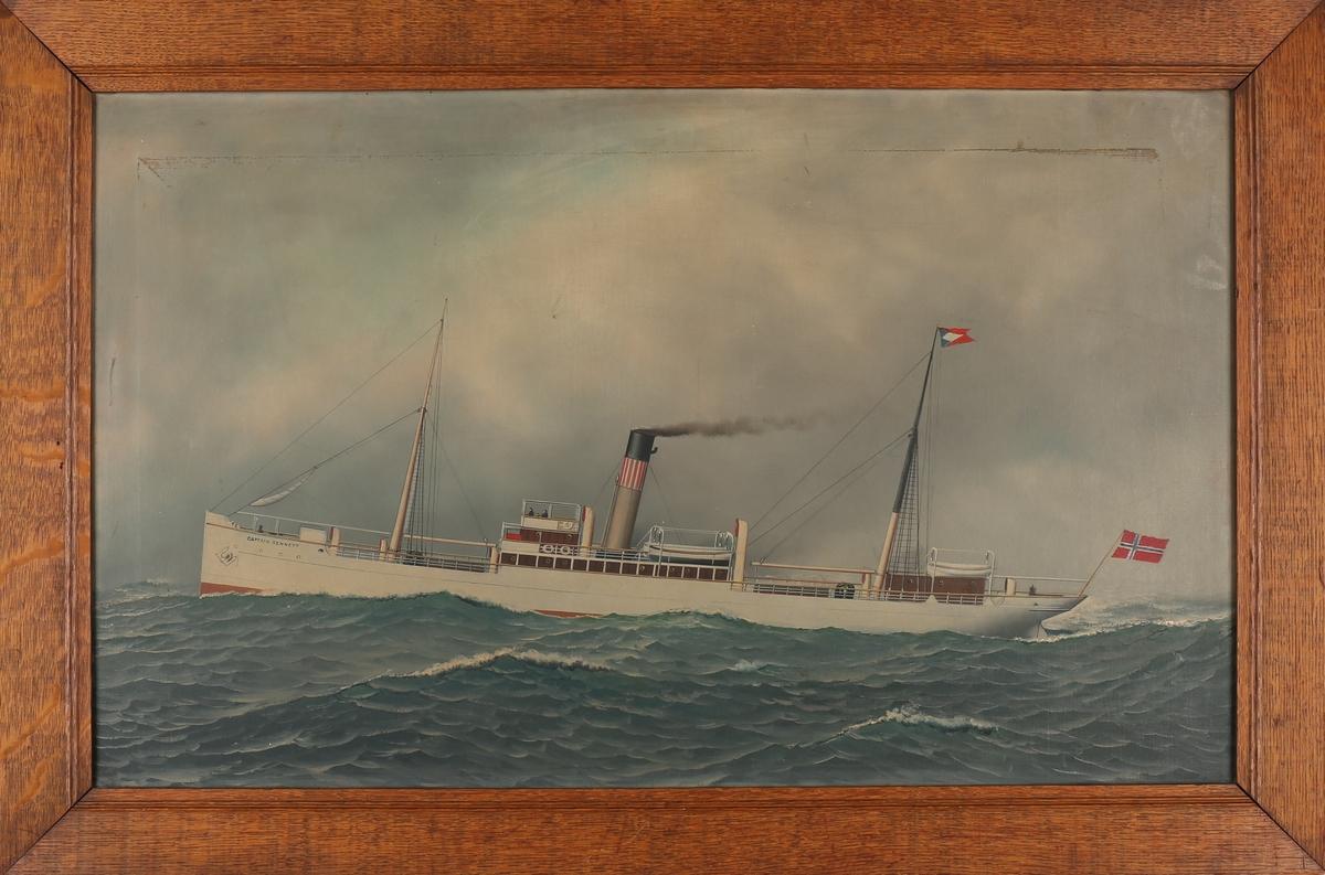 Skipsportrett av DS CAPTAIN BENNET under fart i åpen sjø med norsk flagg akter.