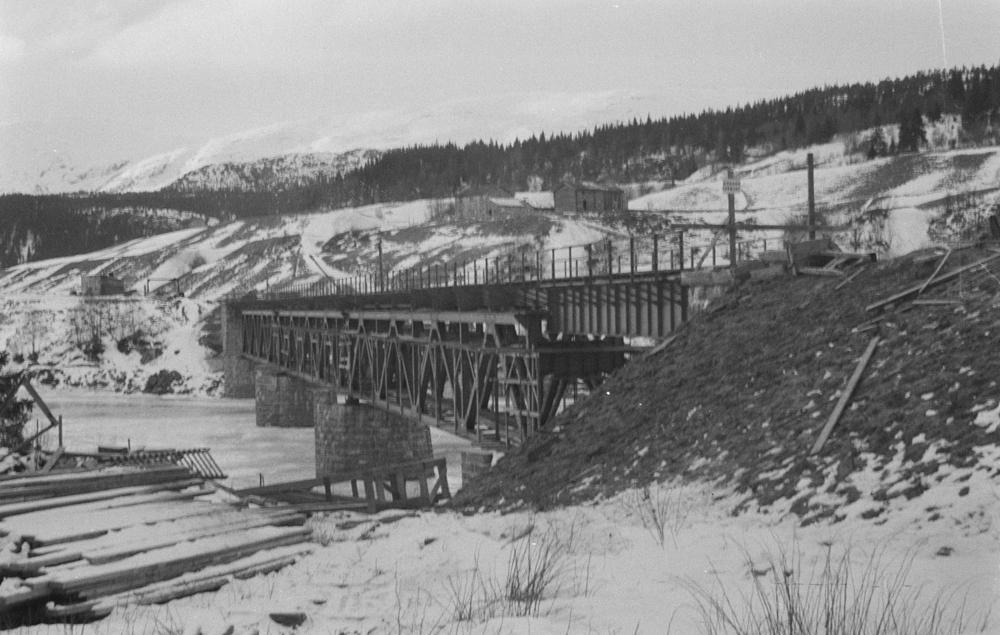 Jernbanebrua på Kvalfors. vinter.