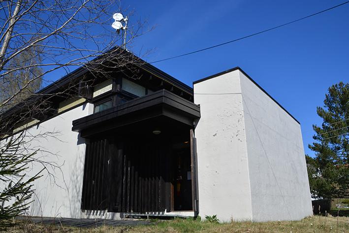 Bygningen for Kråkstad automatsentral i Ski, representerer en arkitektur spesielt beregnet for telefonsentral av typen 8B. Kråkstad automatsentral hadde 600 linjer, og er den eneste som er bevart på sitt opprinnelige sted. Abonnentene betjenes av en digital sentral i samme bygning (1997).