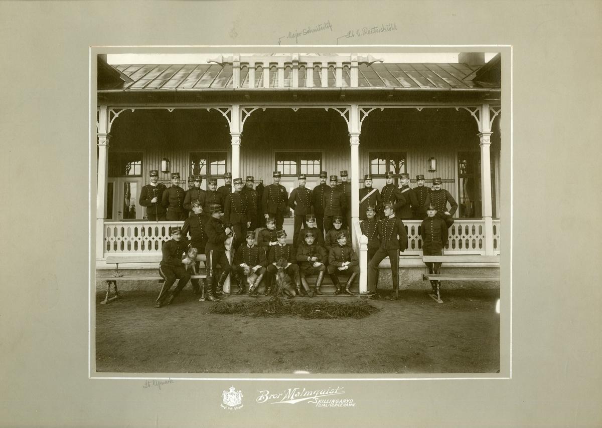 Grupporträtt av officerare vid Subalternskjutskolan i Skillingaryd 1900.