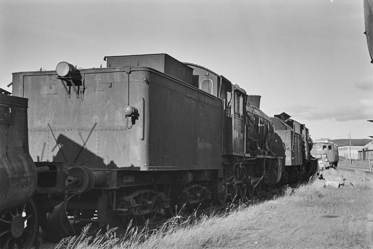 Damplokomotiv type 39a nr. 169 hensatt for opphugging på NSBs verksted på Grorud.