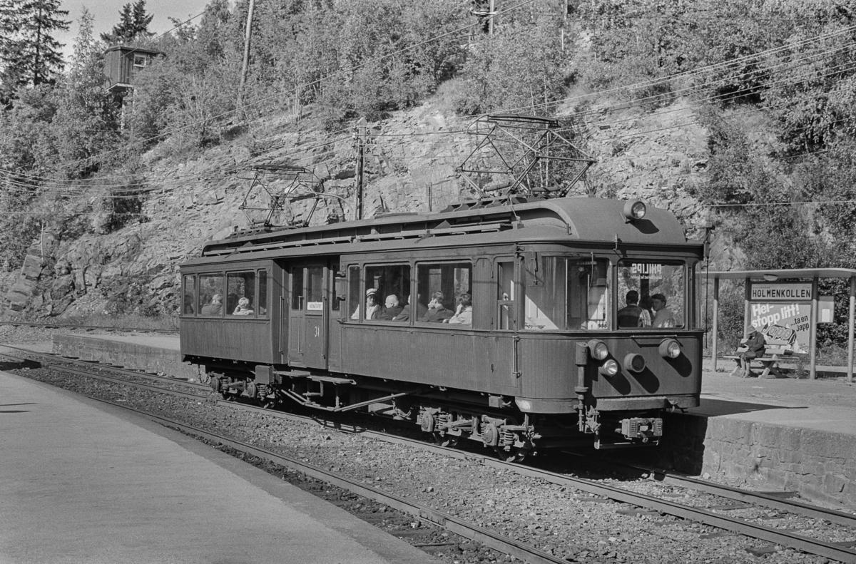 A/S Holmenkolbanens vogn 31 type 1909 (Skabo, Westinghouse, HKB verksted) på Holmenkollen stasjon.