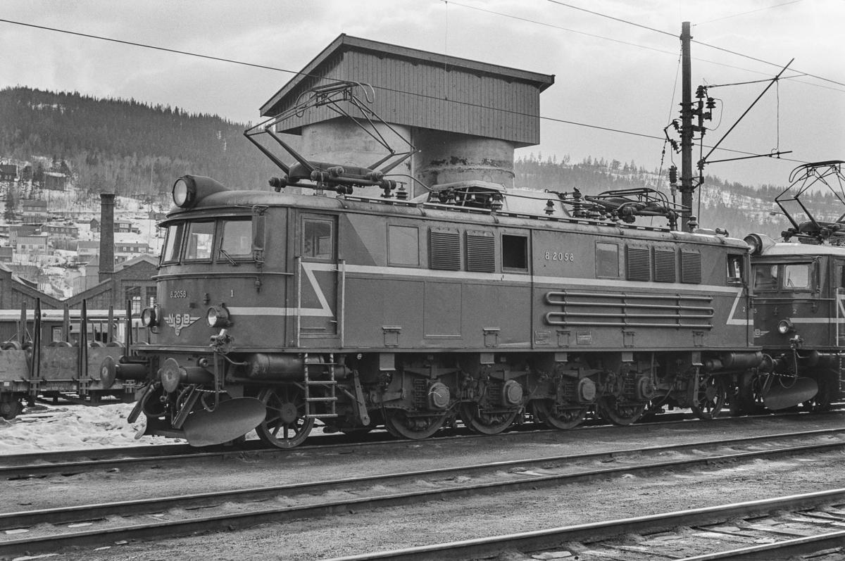 Elektrisk lokomotiv type El 8 nr. 2058 på Sundland i Drammen.