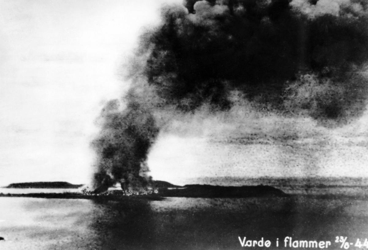 """""""Vardø i flammer 23/8 -44. Enerett: Herberth Isaksen"""""""