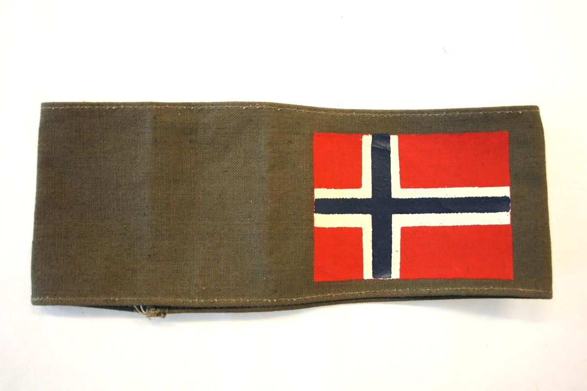 Norsk flagg malt på tekstil.