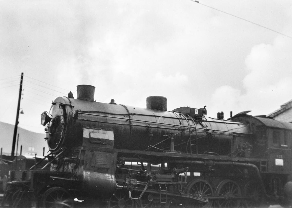 Damplokomotiv type 31b nr. 453 ved lokomotivstallen på Bergen stasjon.