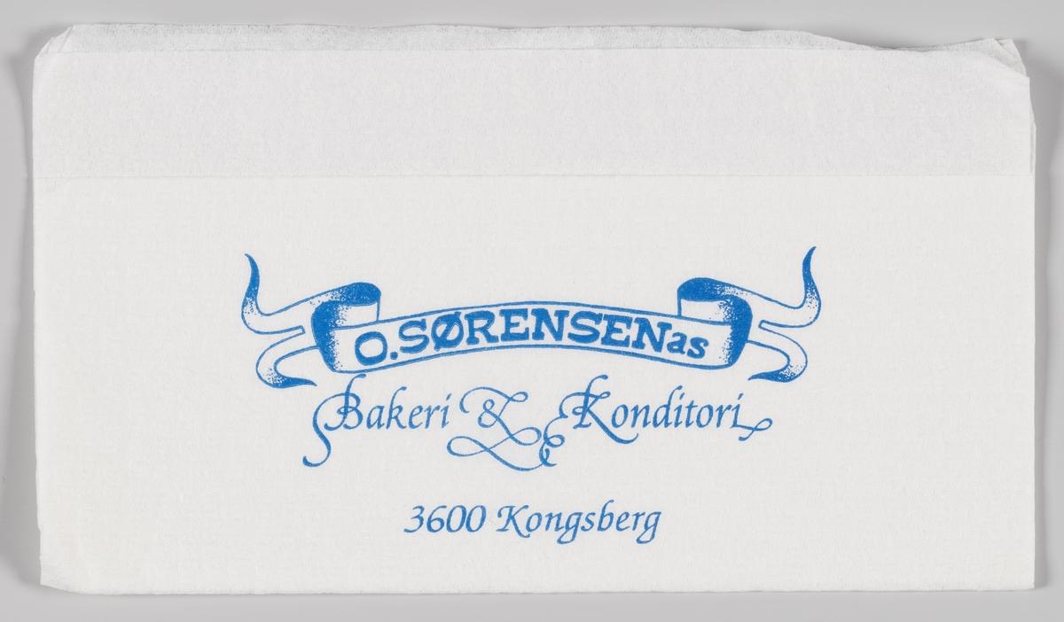 Et bølget bånd og reklametekst for O. Sørensens Bakeri og Konditori i Kongsberg.