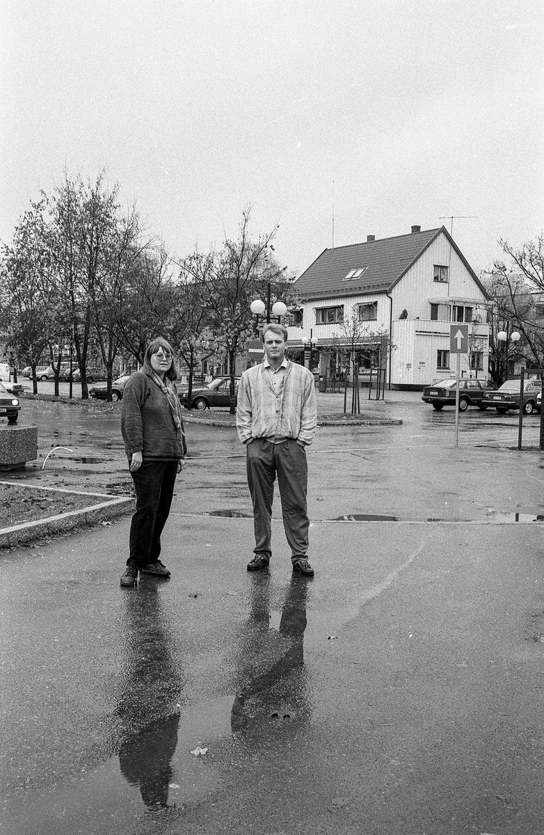 Ås sentrum, Magnhild Reisæter og Greger Hansen, formann i Ås Handelsstand, er ikke fornøyd med sentrum.