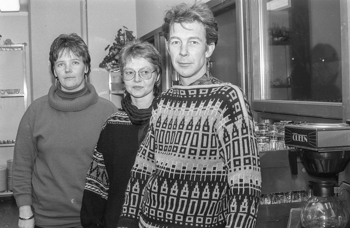 Follo faglige samorganisasjon. 8. mars komiteen. Fra venstre: Anne-Sol Simonsen, Berit Hammer/Hamre og Øivind Vold.