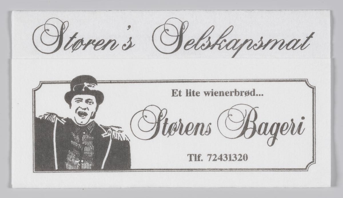 En mann med høy hatt og jakke med epåletter og reklame for Størens Bageri, Selskapsmat og hotell i Trondheim  Samme reklame på MIA.00007-004-0225.