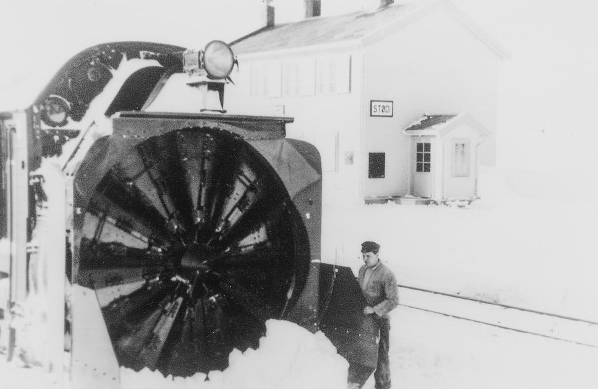 Roterende snøplog type III på Stødi stasjon.