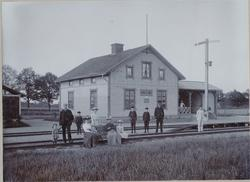 Öppnad 1897 av Örebro - Svartå Järnväg. Bispår till kvarn.