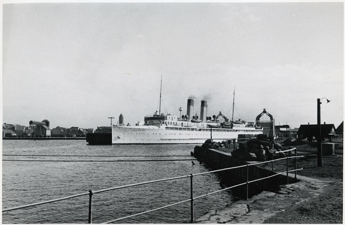 Tyska ångfärjan Deutschland vid Trelleborg färjeterminal.