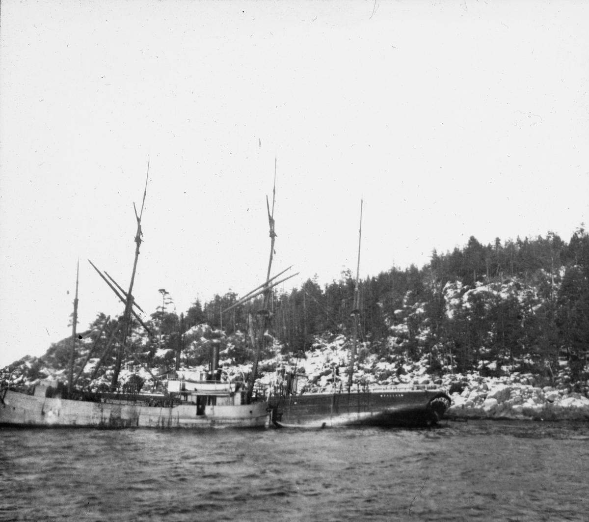 To seilskip ved land, mindre dampfartøy mellom skipene.