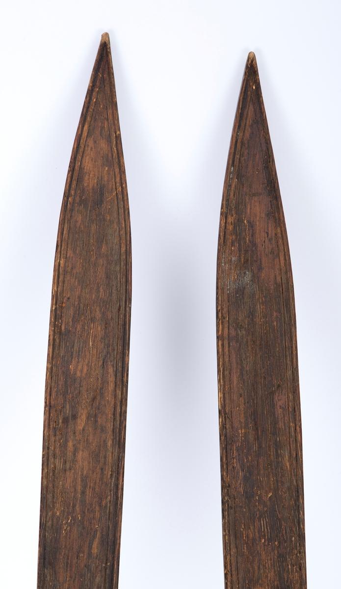 Barneski, ett par med sukkerbit-tupp.