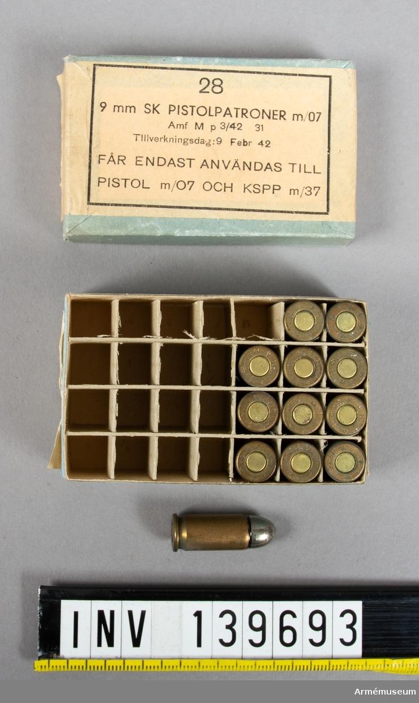 12 st 9 mm skarpa pisolpatroner m/1907, i låda.
