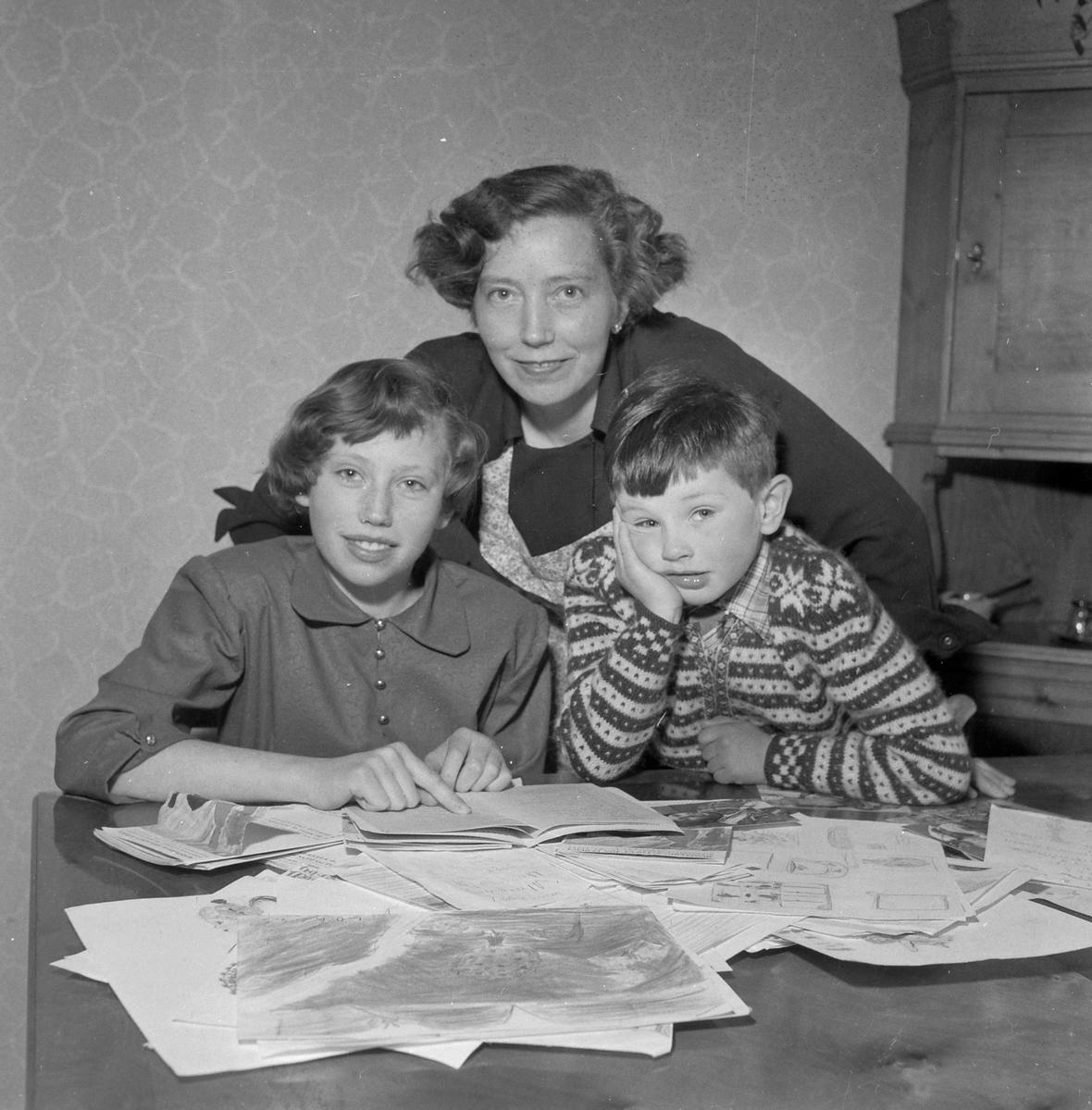 Aud Lisbeth Overby med mor Ingebjørg og lillebror Tor Eirik
