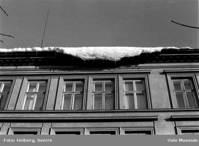 bygård, snø på taket, takras