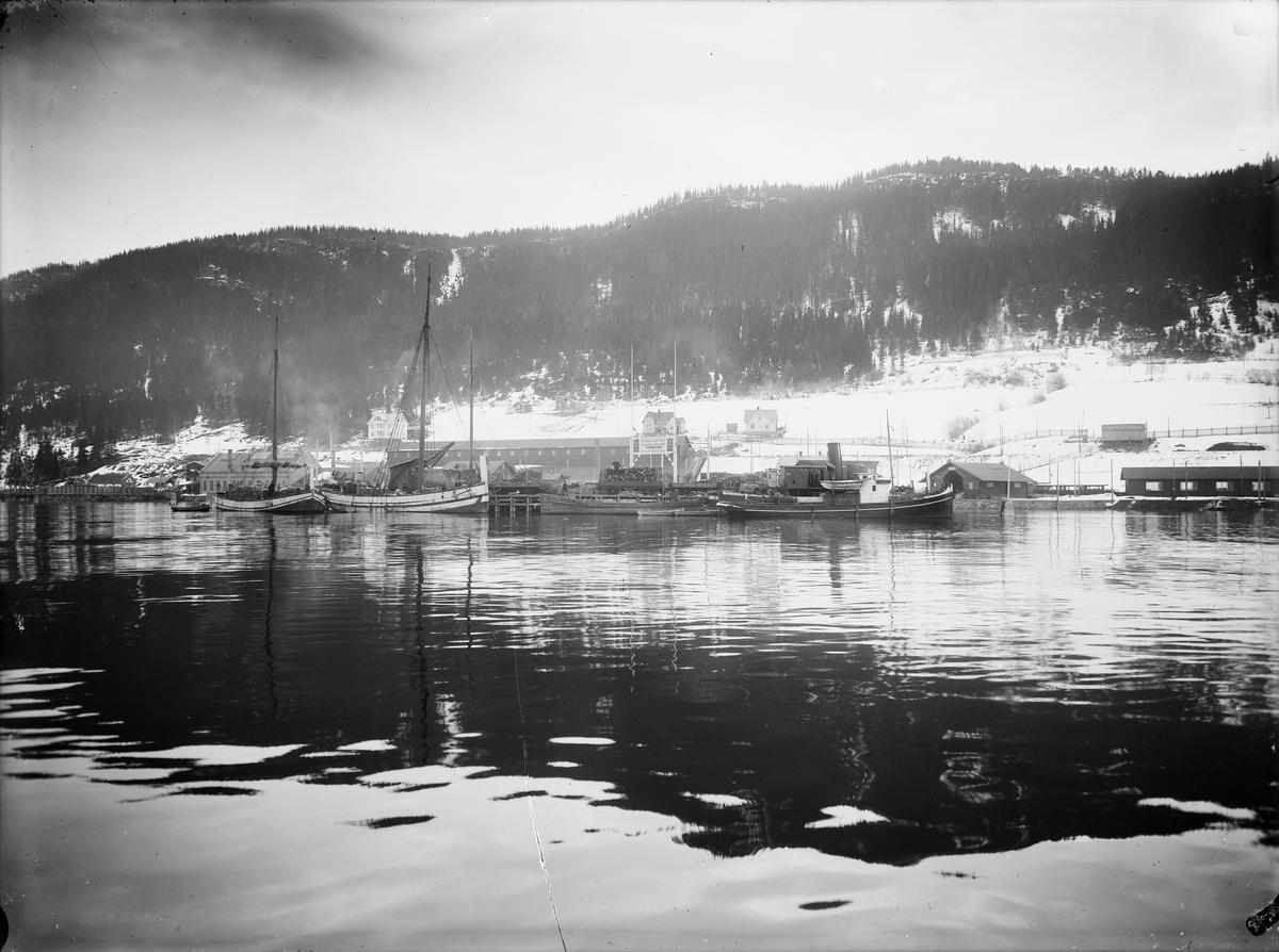 Thamshavn kai sett fra fjorden.
