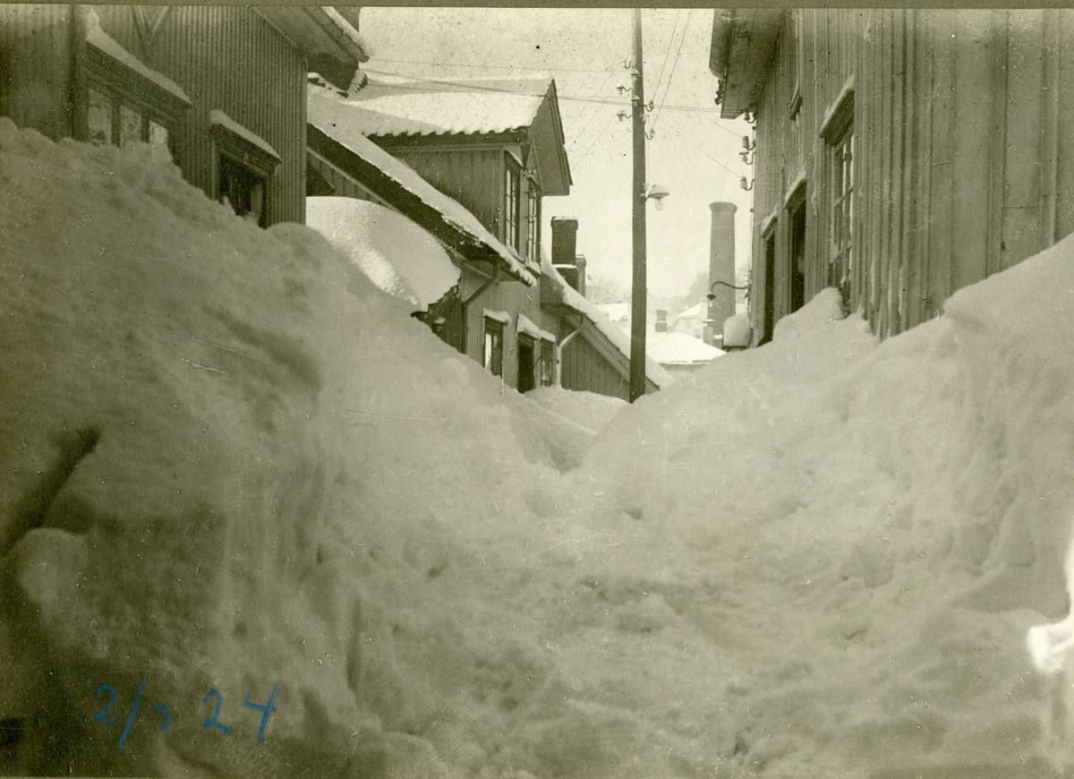 Snøvinteren 2/3- 1924 i Skippergata, Kragerø