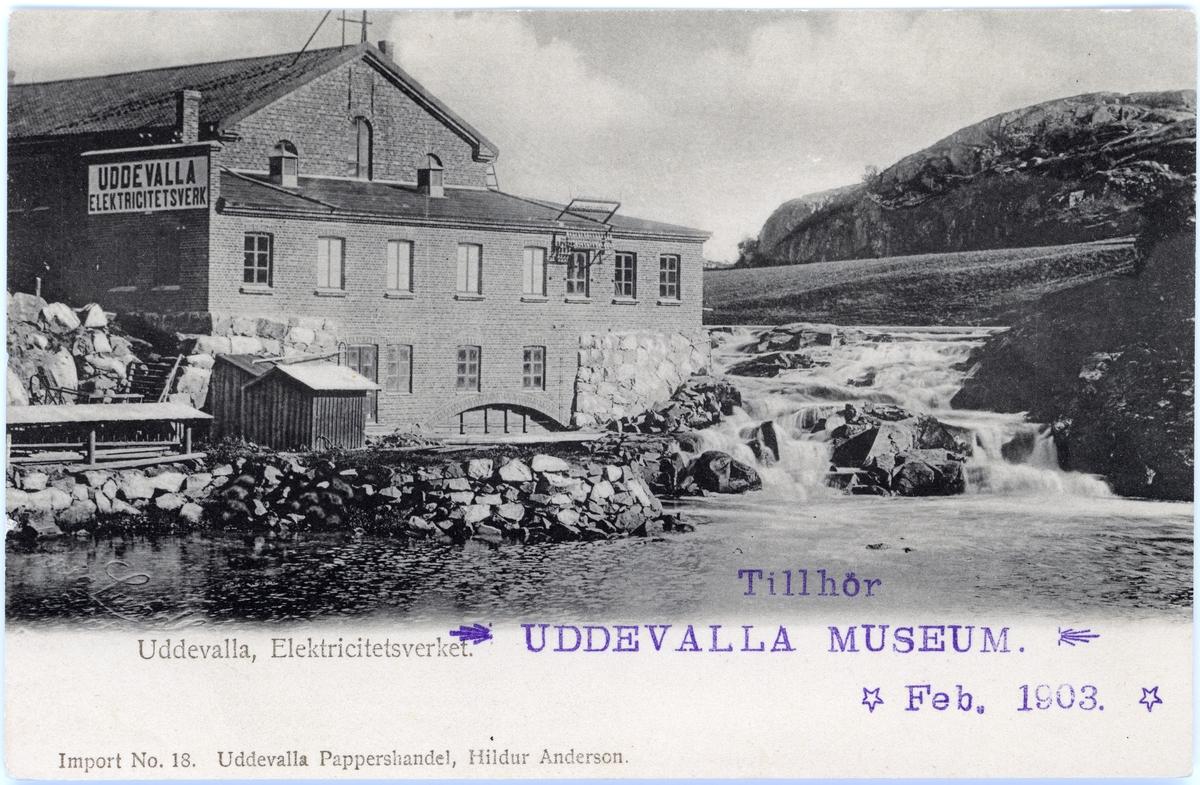 """Tryckt text på vykortets framsida: """"Elektricitetsverket Uddevalla""""."""