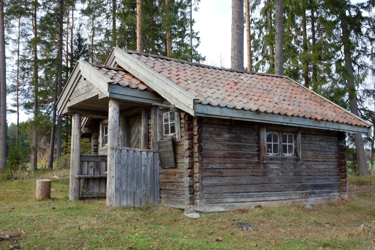 Jakthytte Store Hvam, fra ca. 1890. Brukt som bolig for bureisere på 1920-tallet. Ikke flyttet.