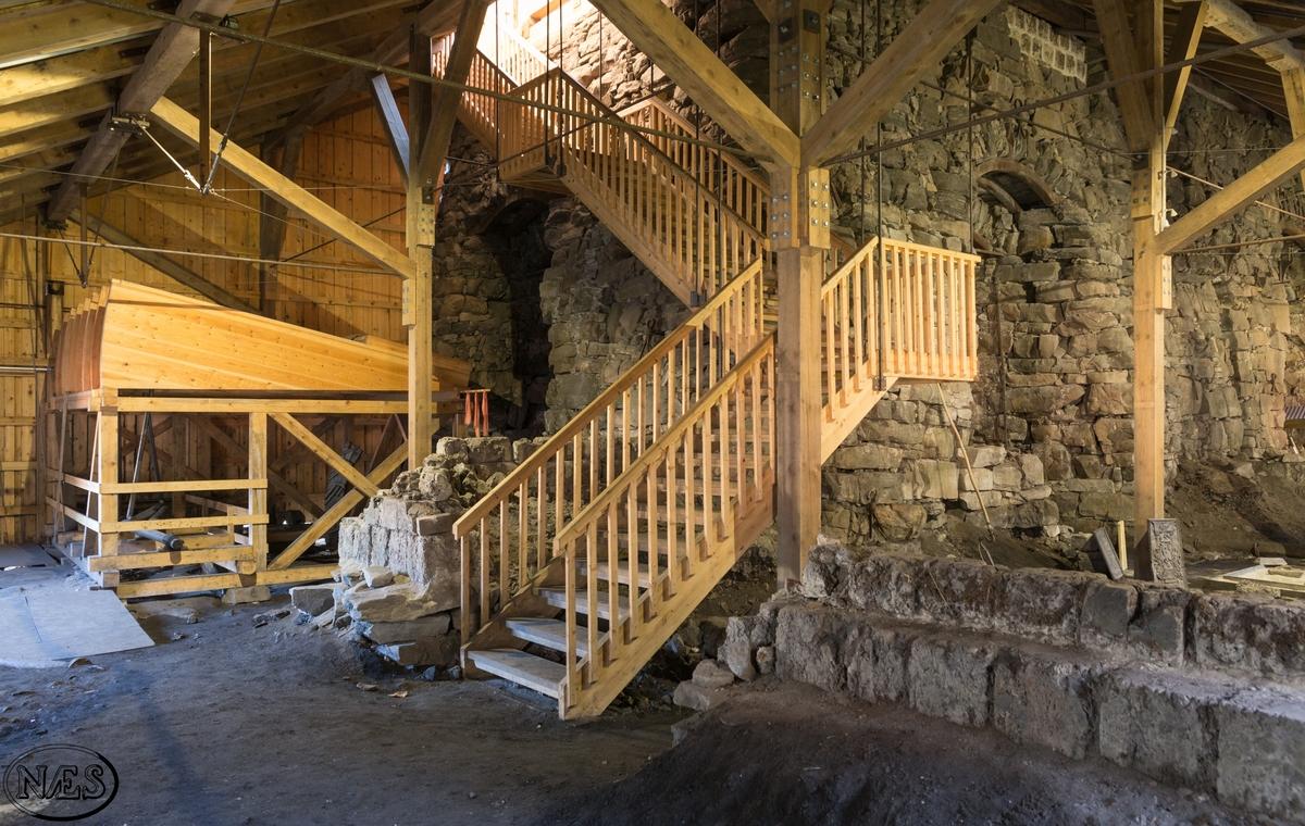Masovnen. Her står to masovner bygget i naturstein. Oppå og delvis rundt masovnene er det oppført et stort bygg i grovt bindingsverk. Med tilhørende vanndrevet blåsebelg og kullbro.