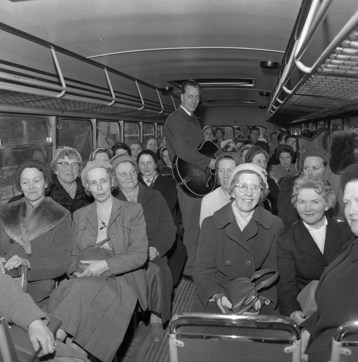 Buss på villovägar. 22 april 1959.