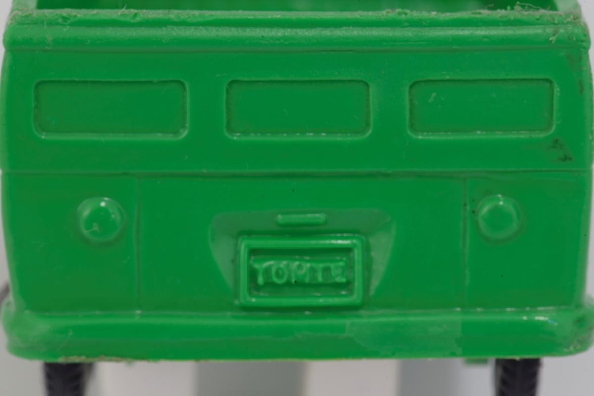 Grønn lekebil i myk  plast - VW Pickup Sorte plsthjul på metallnav