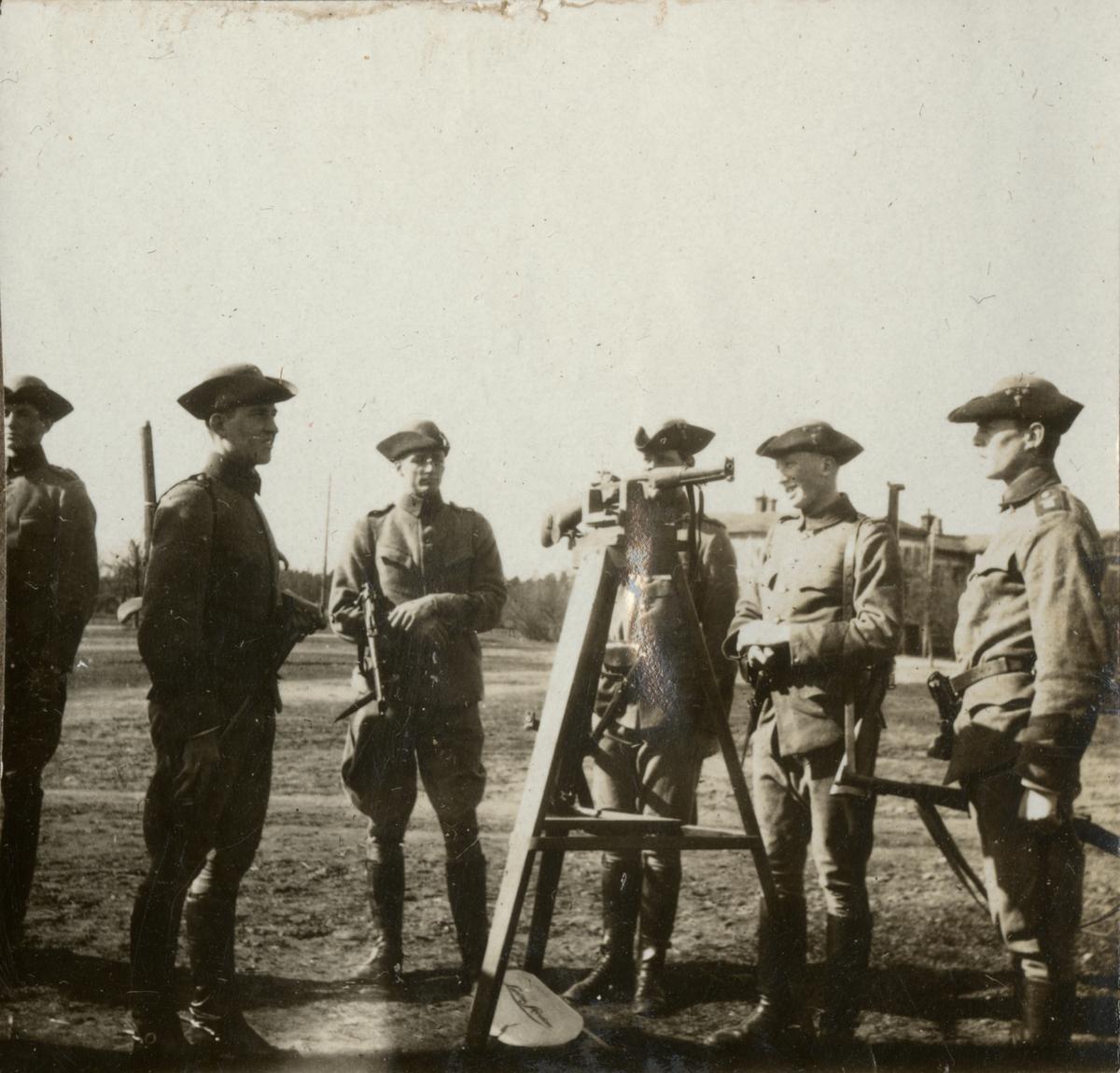 Soldater på skjutövning.