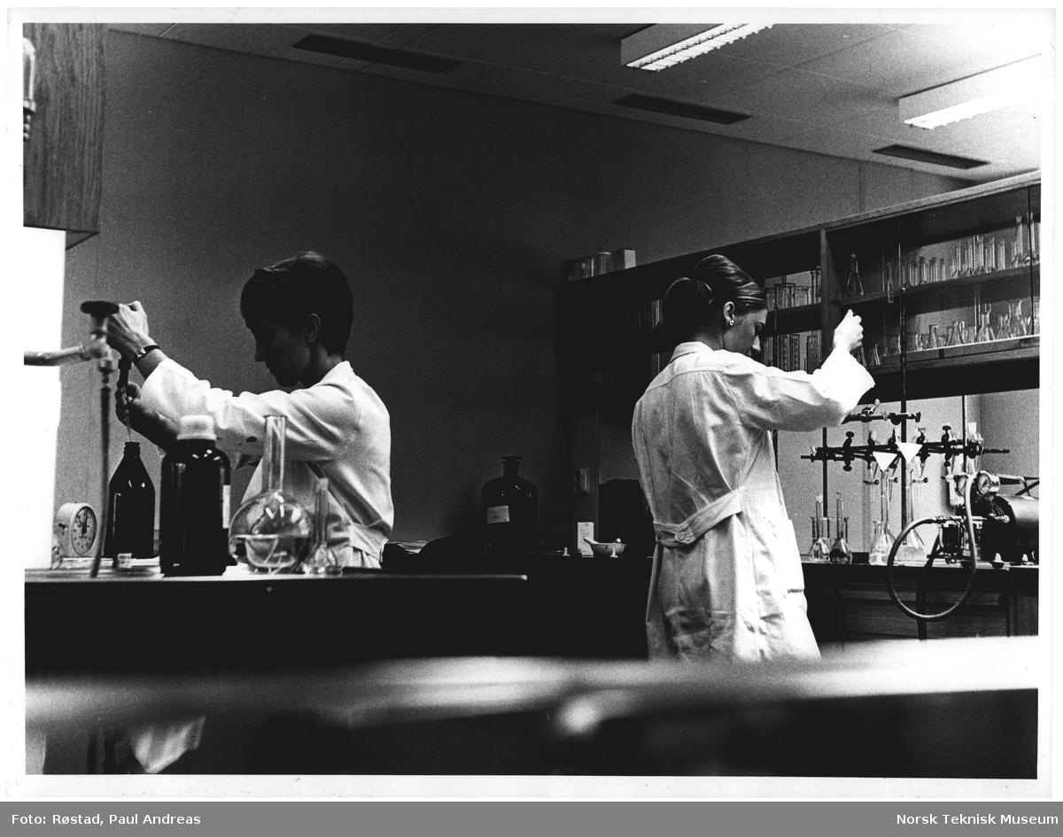 NAF, laboratorie - arbeide, moss 71