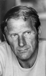 Varaordfører i Målselv kommune - Lars Nymo (født 1938) og ko