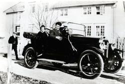 En av de første drosjene på Rørvik