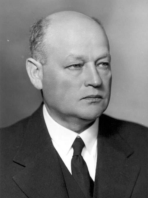 Bröstbild av direktör Ivar Ekvall, i kostym med slips.