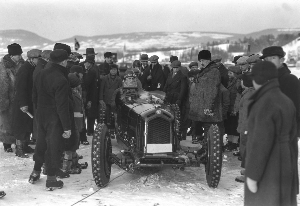 Mjøsløpet 1933. Eugen Bjørnstad med sin Alfa Romeo.